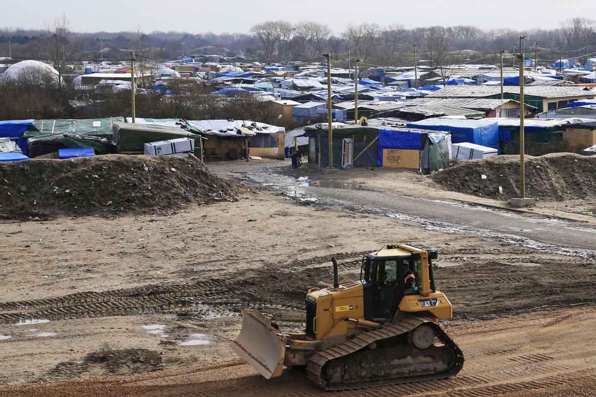 De acuerdo con la prefecta Fabienne Buccio, la zona del campamento de refugiados más grande de Francia estará totalmente desmantelada