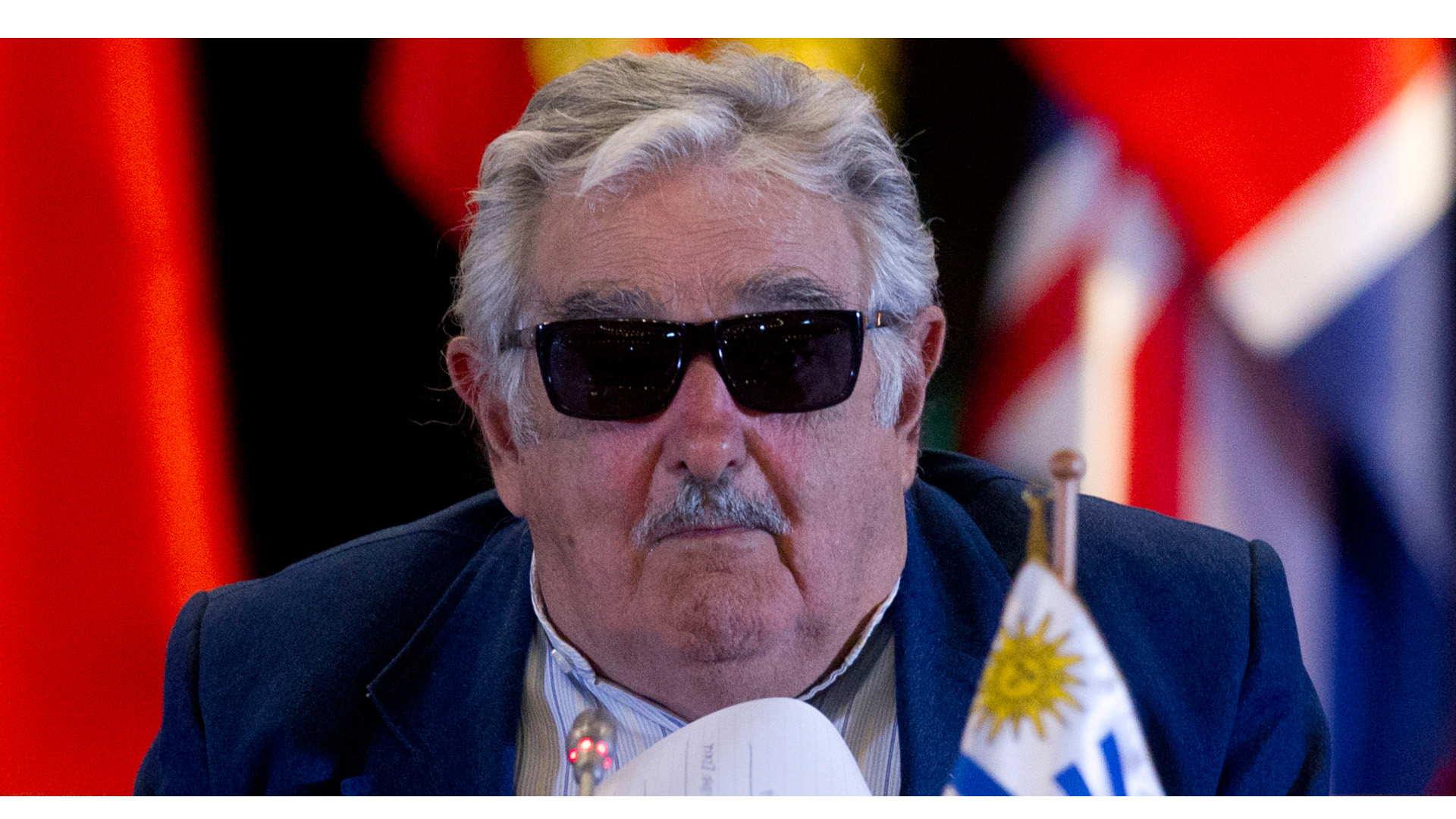 Una orden judicial hará que deje de exhibirse un controversial retrato del exmandatario uruguayo