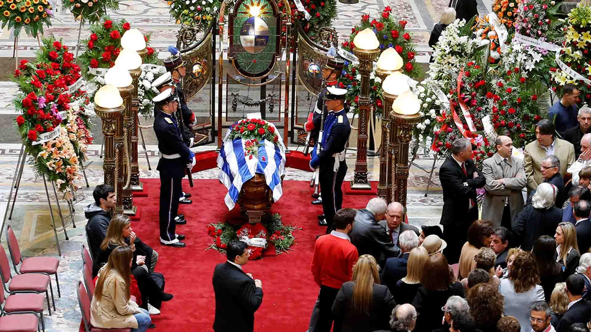 Tras sufrir lesiones en la cabeza por una fuerte caída, el ex mandatario Jorge Batlle murió en Montevideo