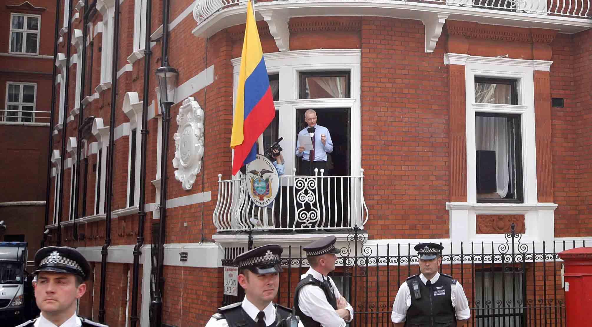 El cofundador de WikiLeaks acusado desde 2010 por violación en Suecia, se encuentra refugiado en la embajada ecuatoriana en Londres