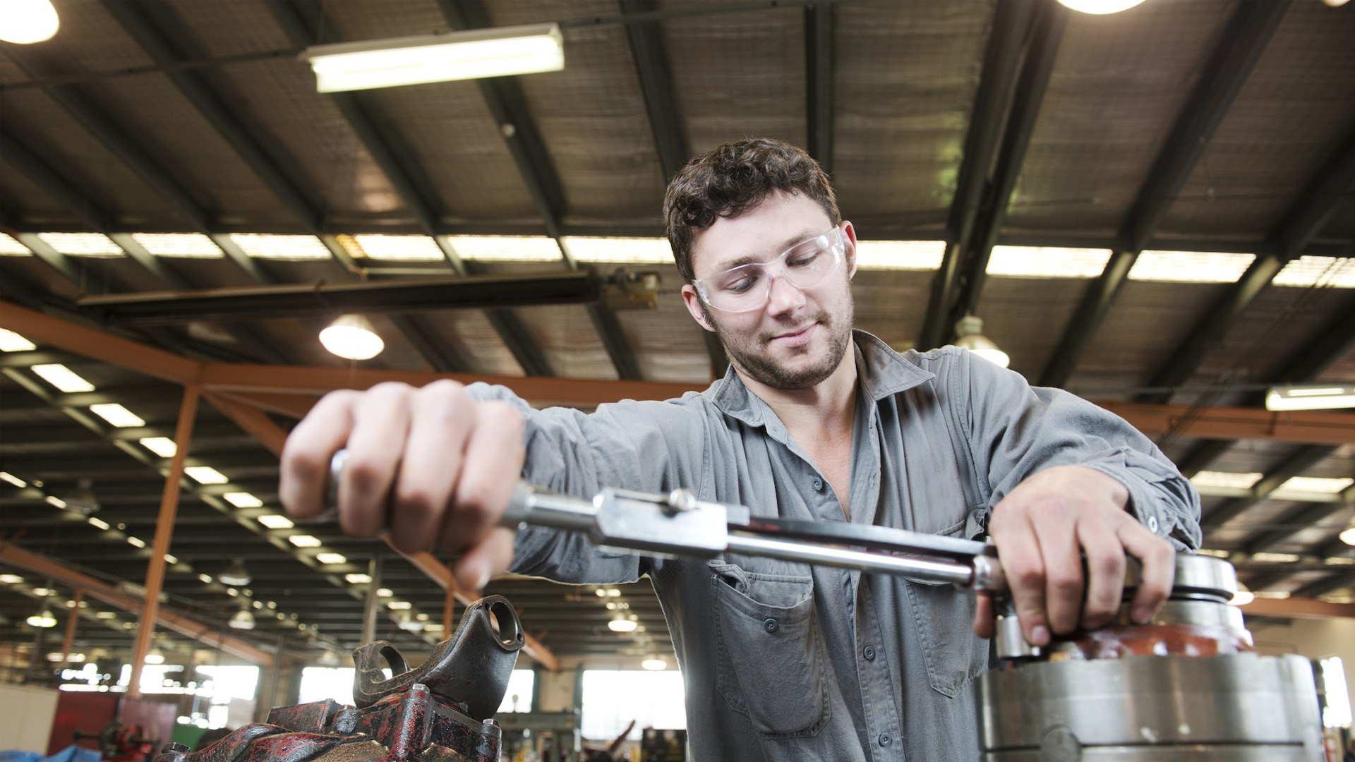 Mientras las grandes empresas migran hacia la tecnología, las pequeñas manufactureras albergan más trabajadores
