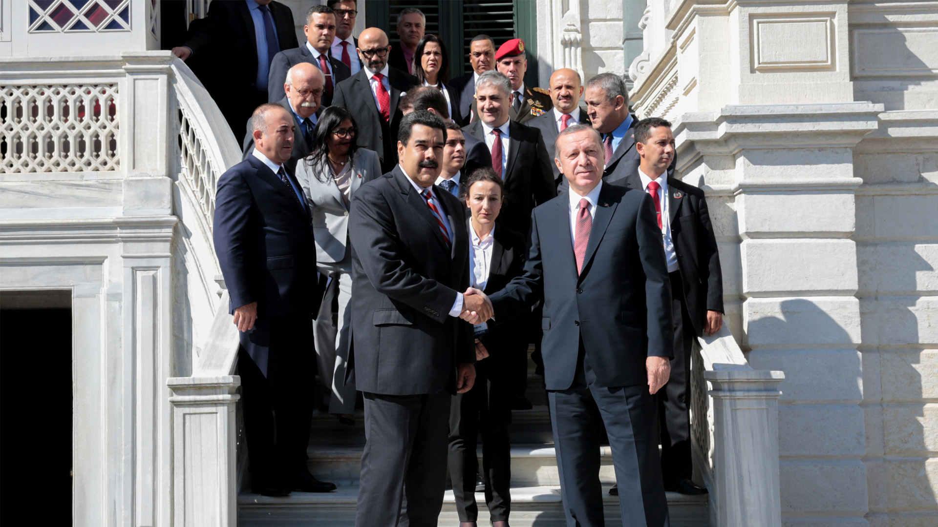 Nuevos acuerdos entre ambas naciones garantizan el suministro de alimentos y petróleo
