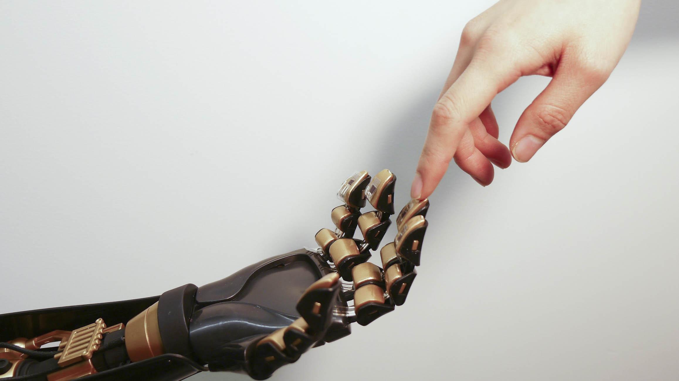 La investigación busca expandirse hasta que la persona pueda tener dominio total de la prótesis e incluso manejar ambas extremidades