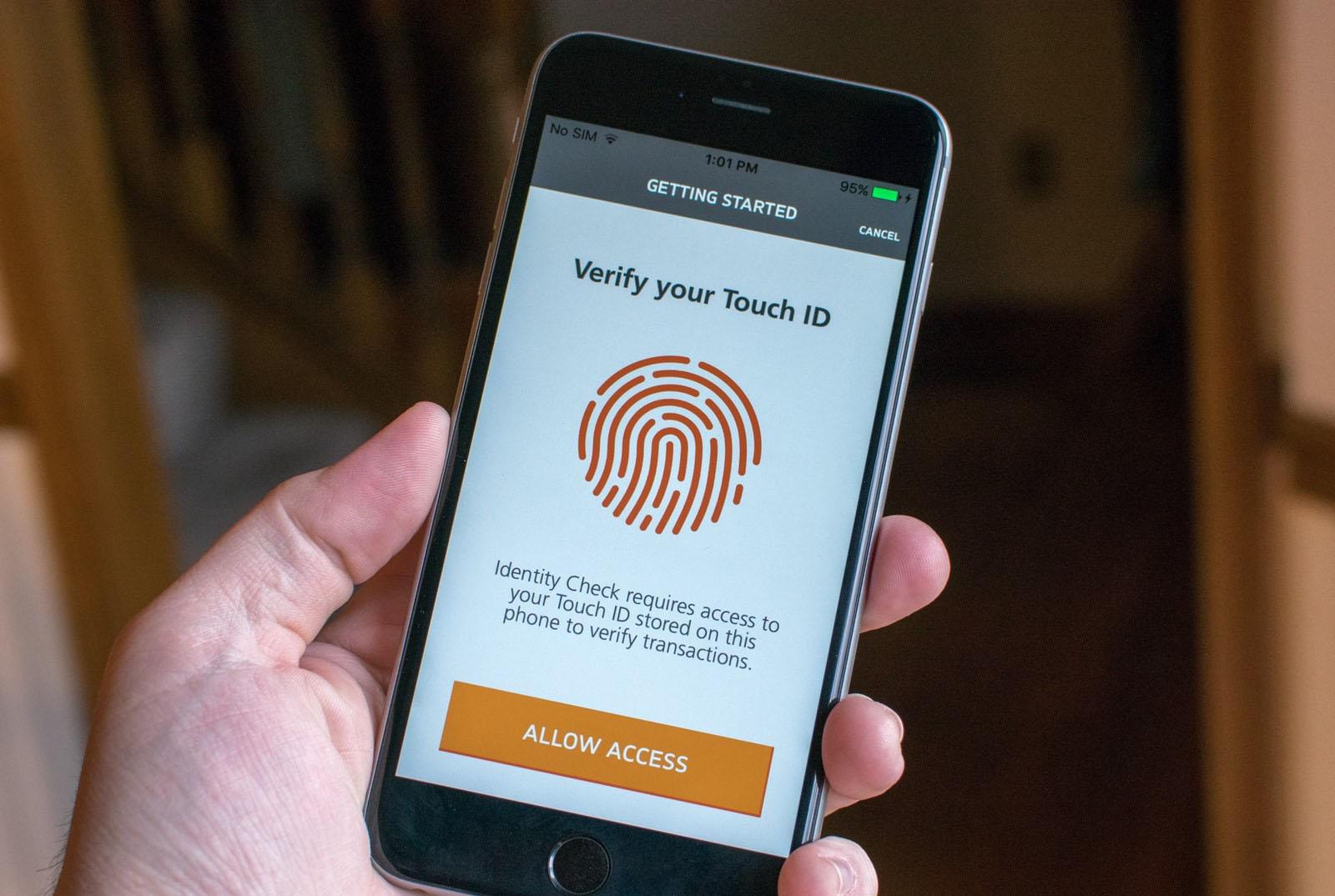 Se trata de una medida que requieren la huella dactilar o reconocimiento facial del usuario por medidas de seguridad en la web