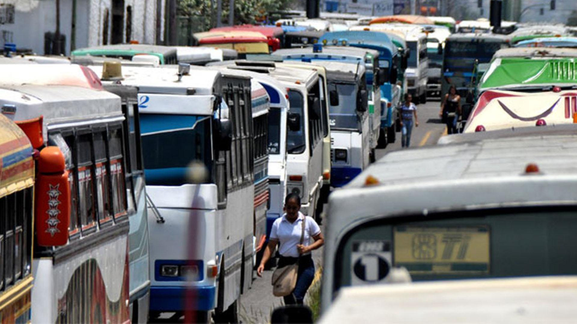 En Gaceta Oficial Decreto 353, y con la firma del Alcalde de Libertador el gremio de transportista lograron el aumento del pasaje