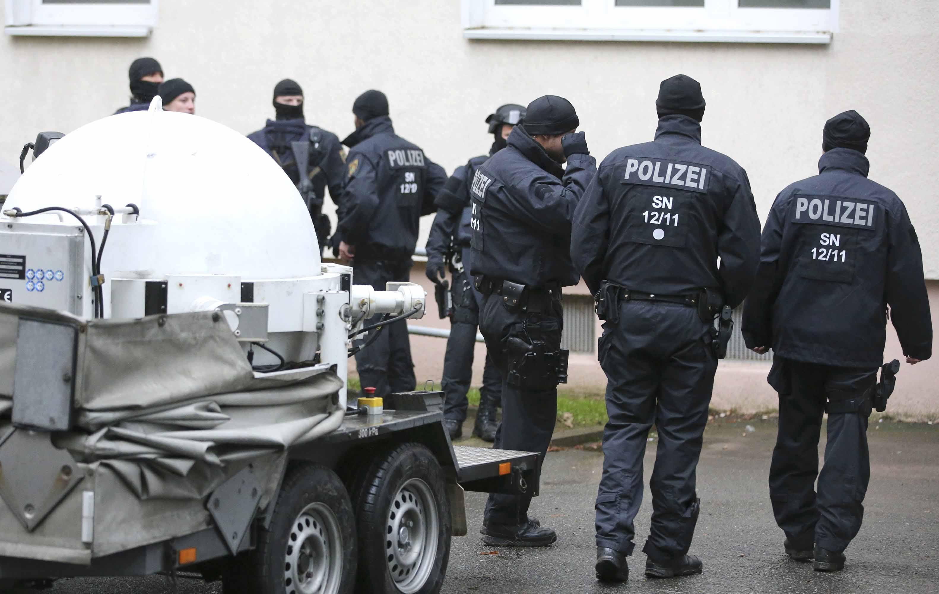 En una redada que realizaba la policía germana en la ciudad de Chemnitz hallaron rastros de explosivos y un sospechoso escapó