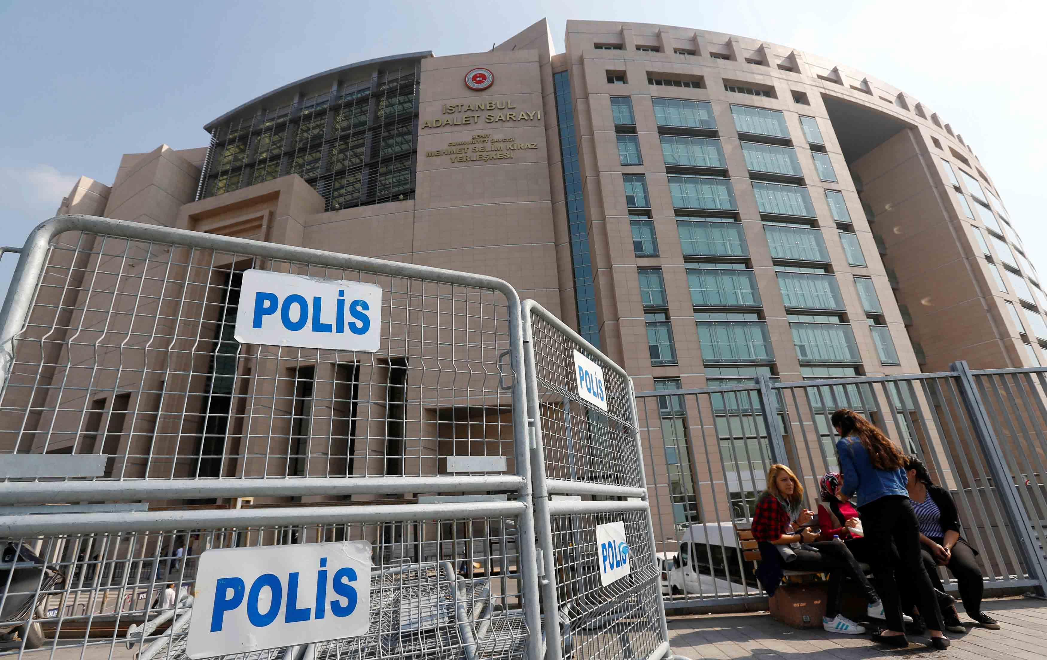 Desde el intento de golpe de estado, las autoridades han retirado de sus cargos a miles de funcionarios públicos sin importar el rango laboral
