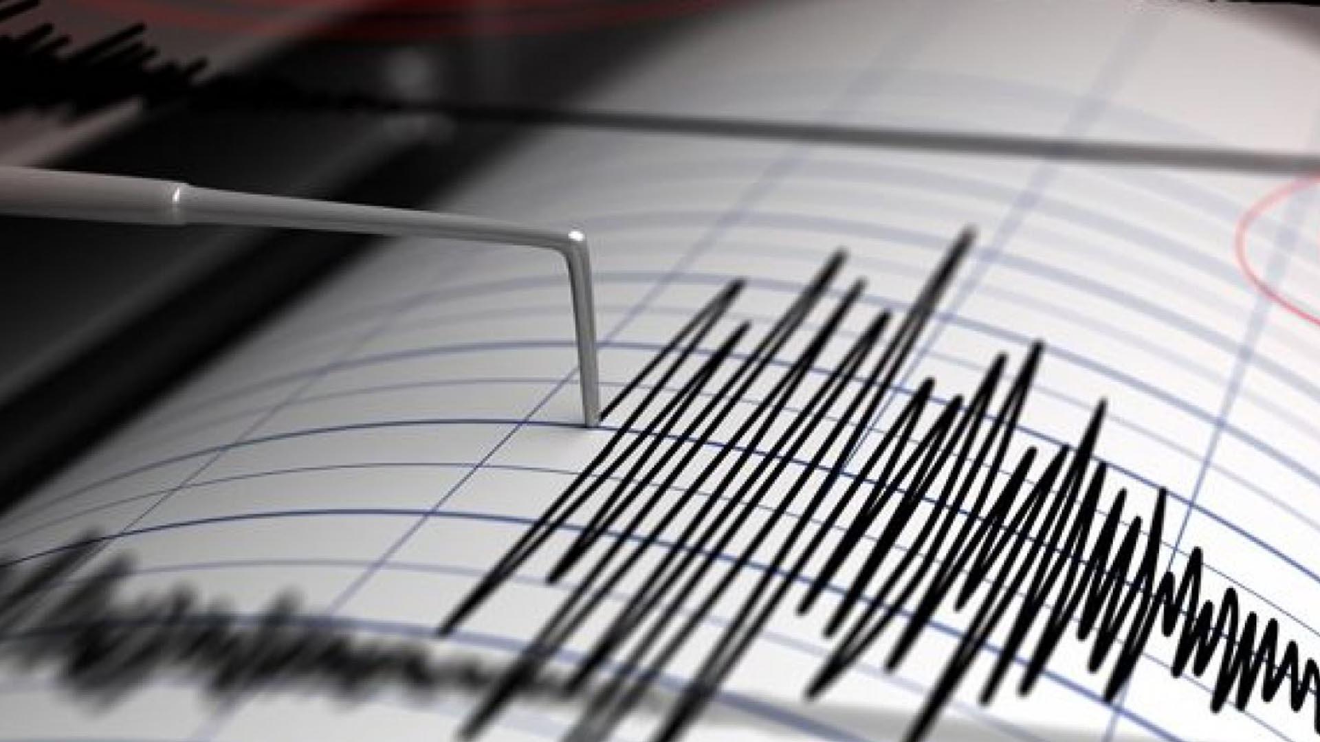 Es importante mantener la calma y resguardarse en un lugar seguro ante un movimiento sísmico
