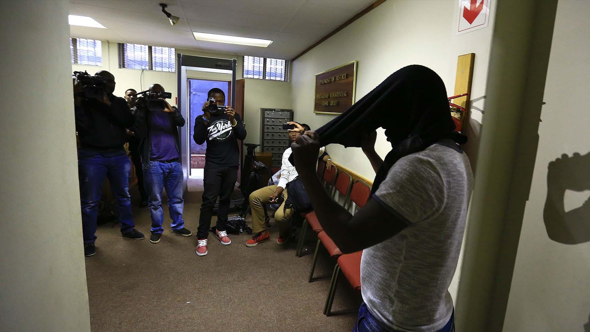 Tshifhiwa Radzhadzhi, de 30 años, intentó hacerse pasar por un alto cargo de la Fiscalía sudafricana