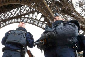 El ministro de Interior galo indicó, sin dar muchas explicaciones, que apresaron a 12 hombres que planeaban atacar un mercado en Estrasburgo