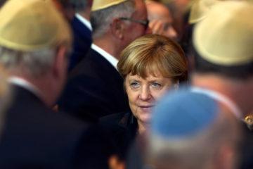 La jefa de Gobierno de Alemania aseguró que seguirán luchando contra la persecución hacia los judíos