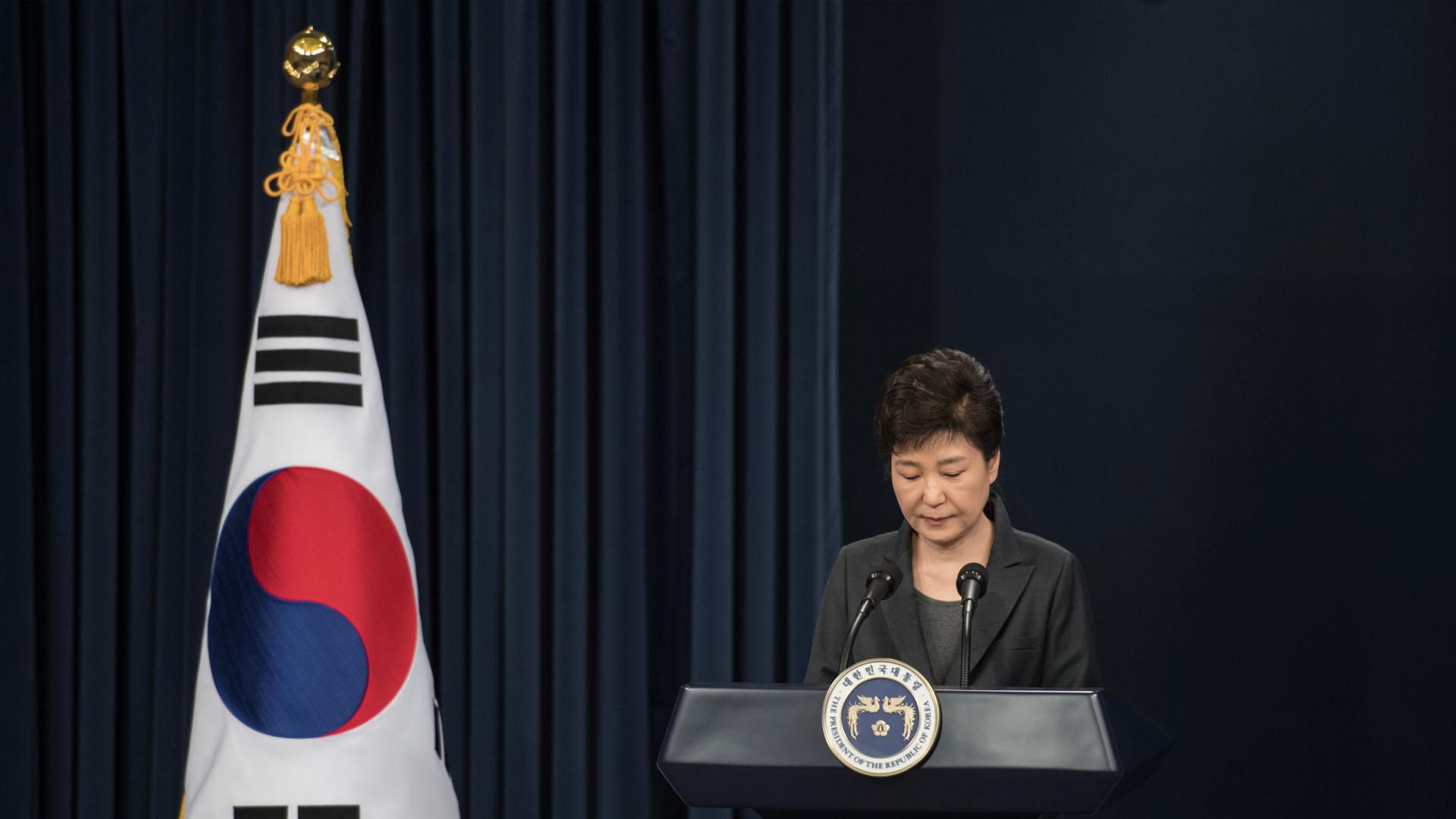 Park Geun-hye aceptó ser investigada por un caso de corrupción relacionado con una íntima amiga de la mandataria