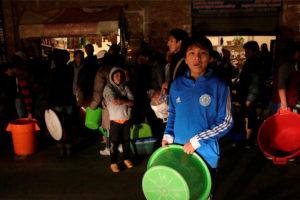 Una ola de sequía y varios cortes del suministro del líquido vital, generó que muchas personas salieran a las calles en La Paz y El Alto