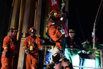 De acuerdo con medios estatales, los equipos de rescatistas continúan con las labores desde el momento del incidente el día martes
