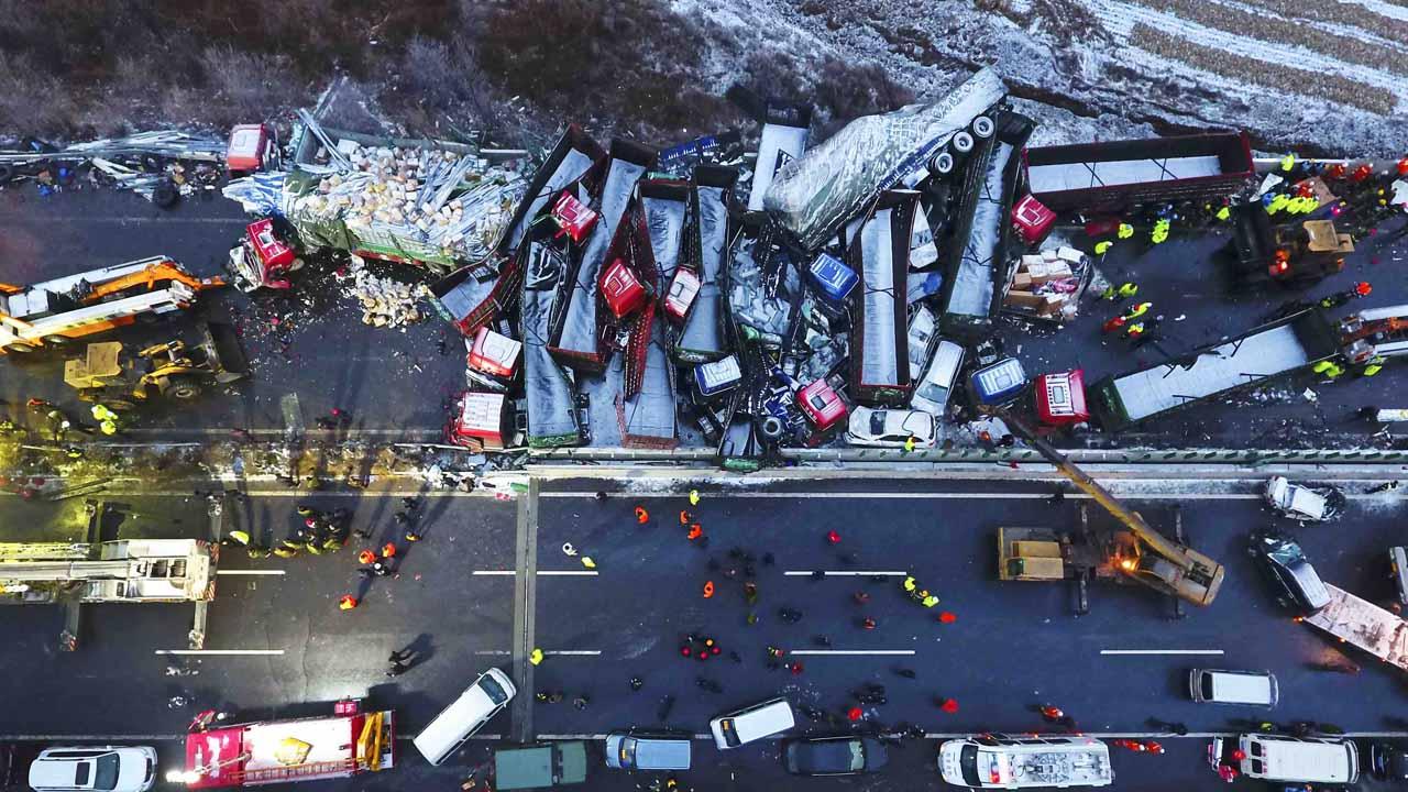 Un total de 56 vehículos se vieron involucrados en un choque en cadena provocado por la ola de frío que golpea el país asiático