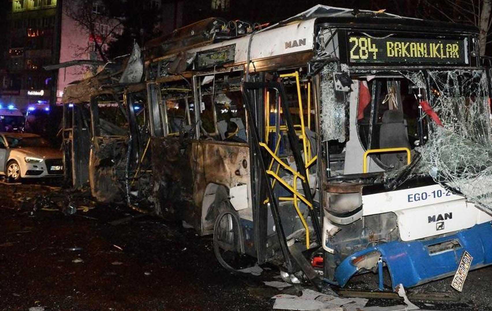 El ataque suicida fue perpetrado con un carro bomba cuya explosión dejó más de 100 heridos