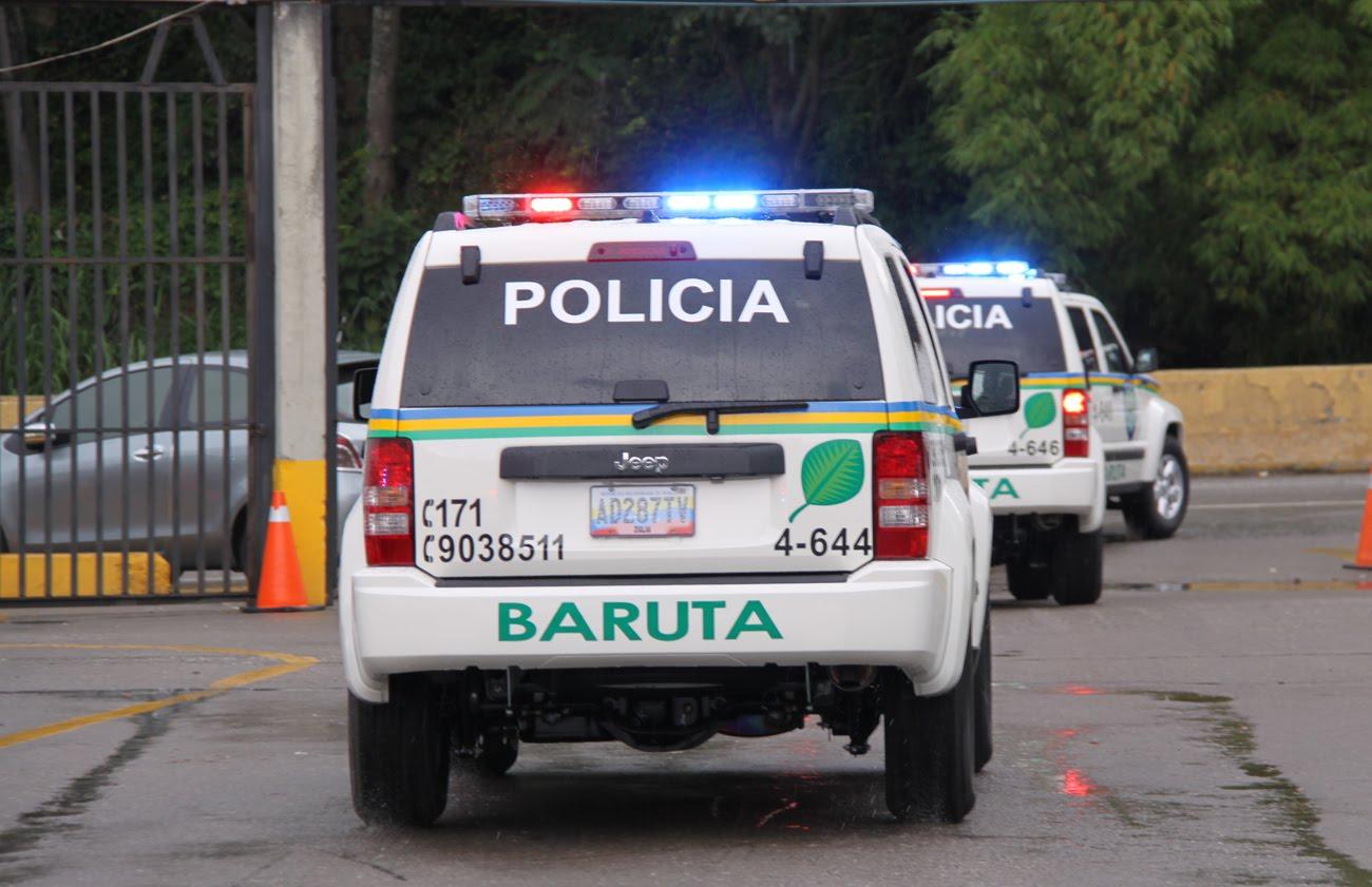El oficial fue interceptado mientras dejaba a su hija en el colegio para despojarlo de su arma de reglamento