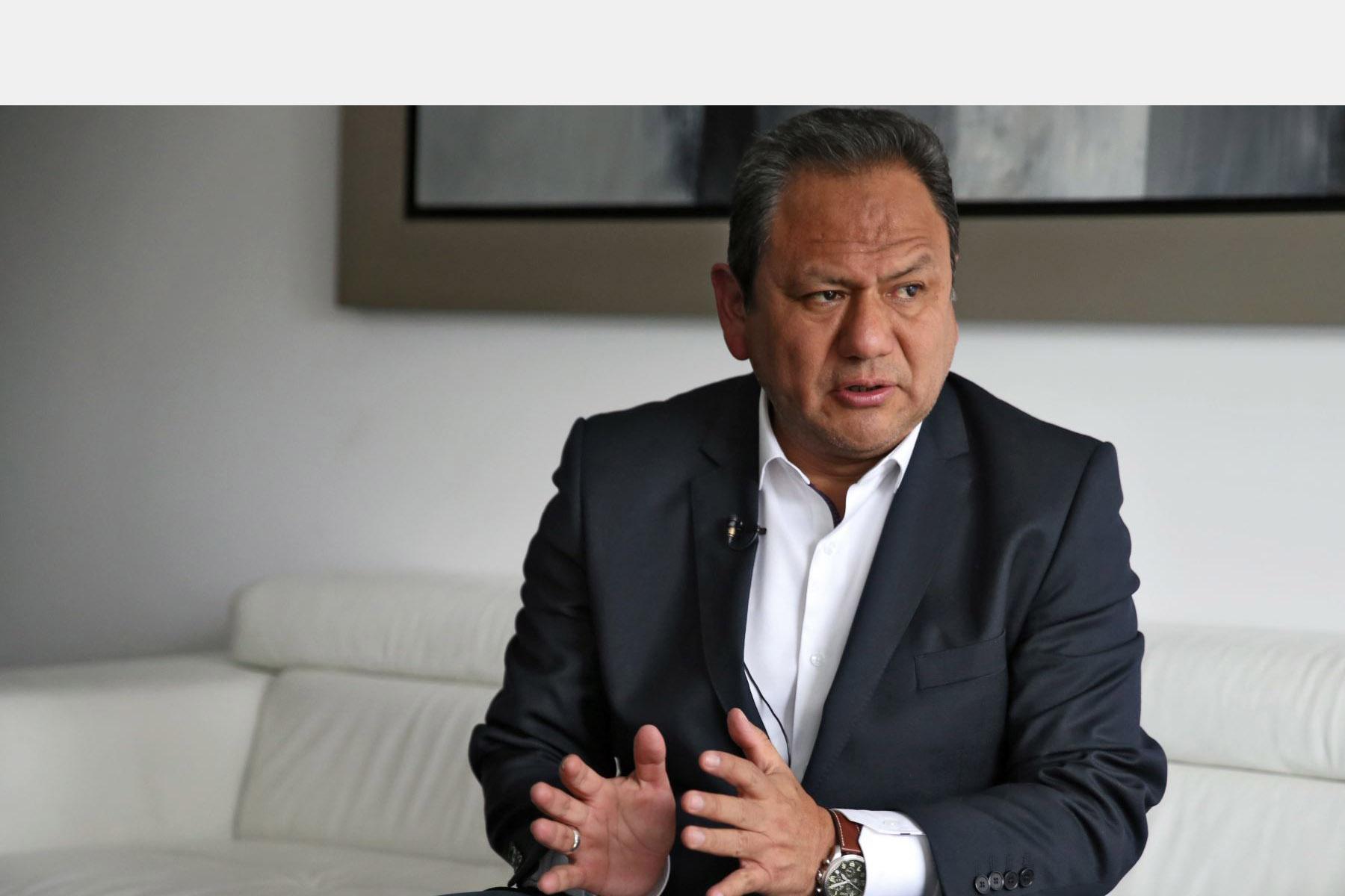 El motivo de la dimisión de Mariano González presenta como base una relación sentimental que mantiene con una de sus asesoras