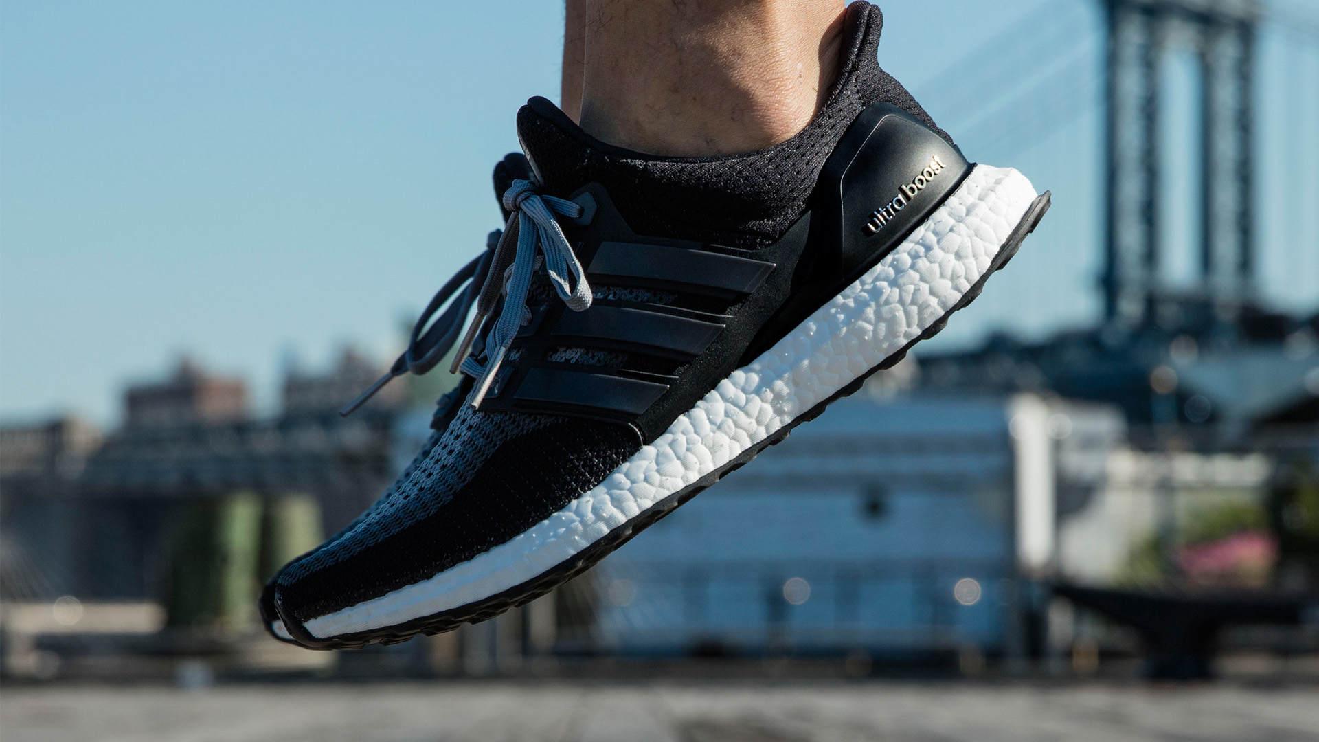 La nueva zapatilla está hecha de materiales reciclados y pretende volverse el futuro de la marca