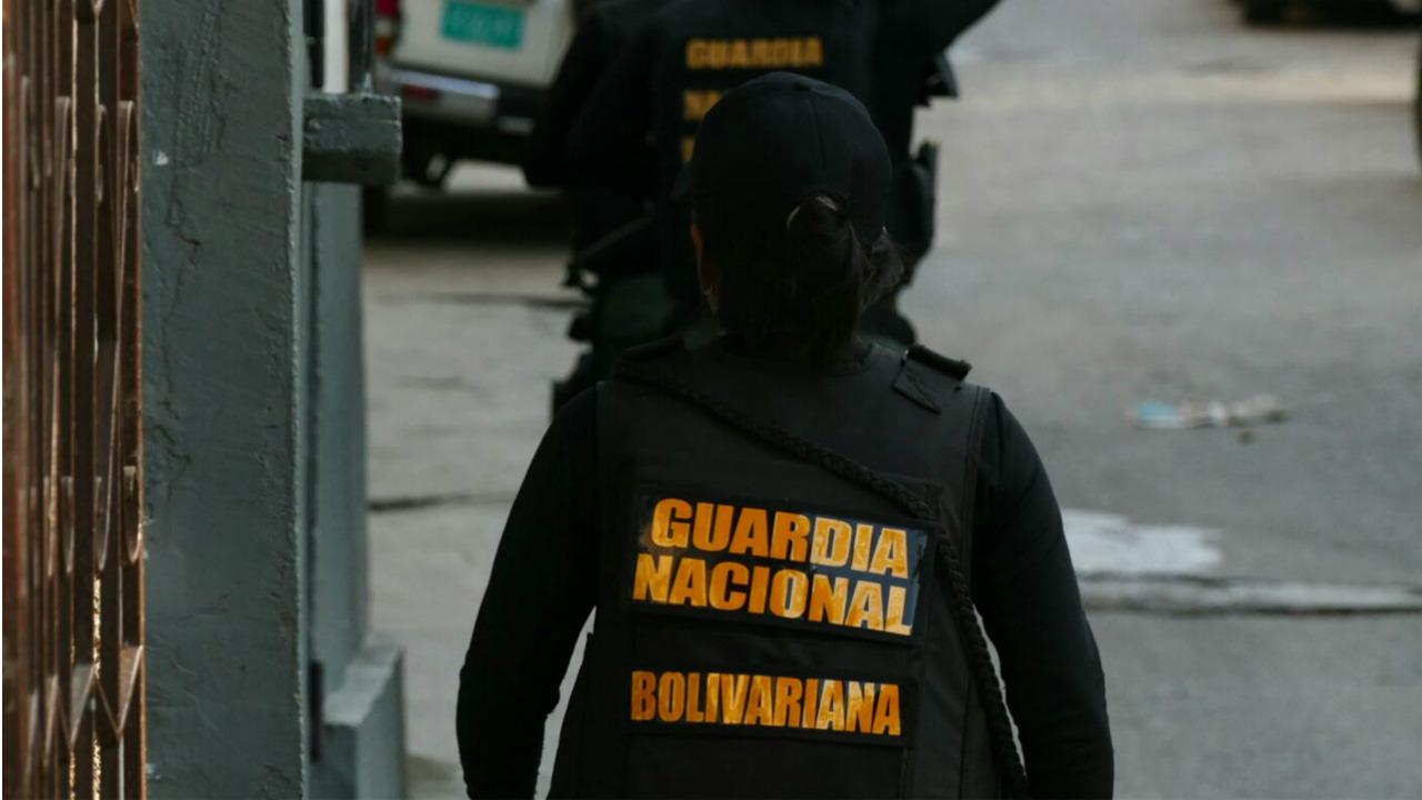 La Policía Nacional Bolivariana detuvo a funcionarios que asaltaban a ciudadanos comunes, además de un sargento del Ejército
