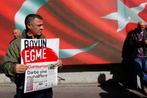 La comunidad internacional sigue de cerca la postura cada vez más dura hacia los medios críticos con el gobierno