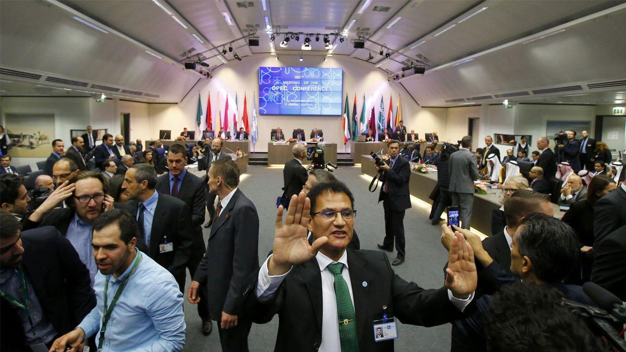 Los países acordaron llegar a un consenso a finales de noviembre para reducir la sobreoferta de petróleo