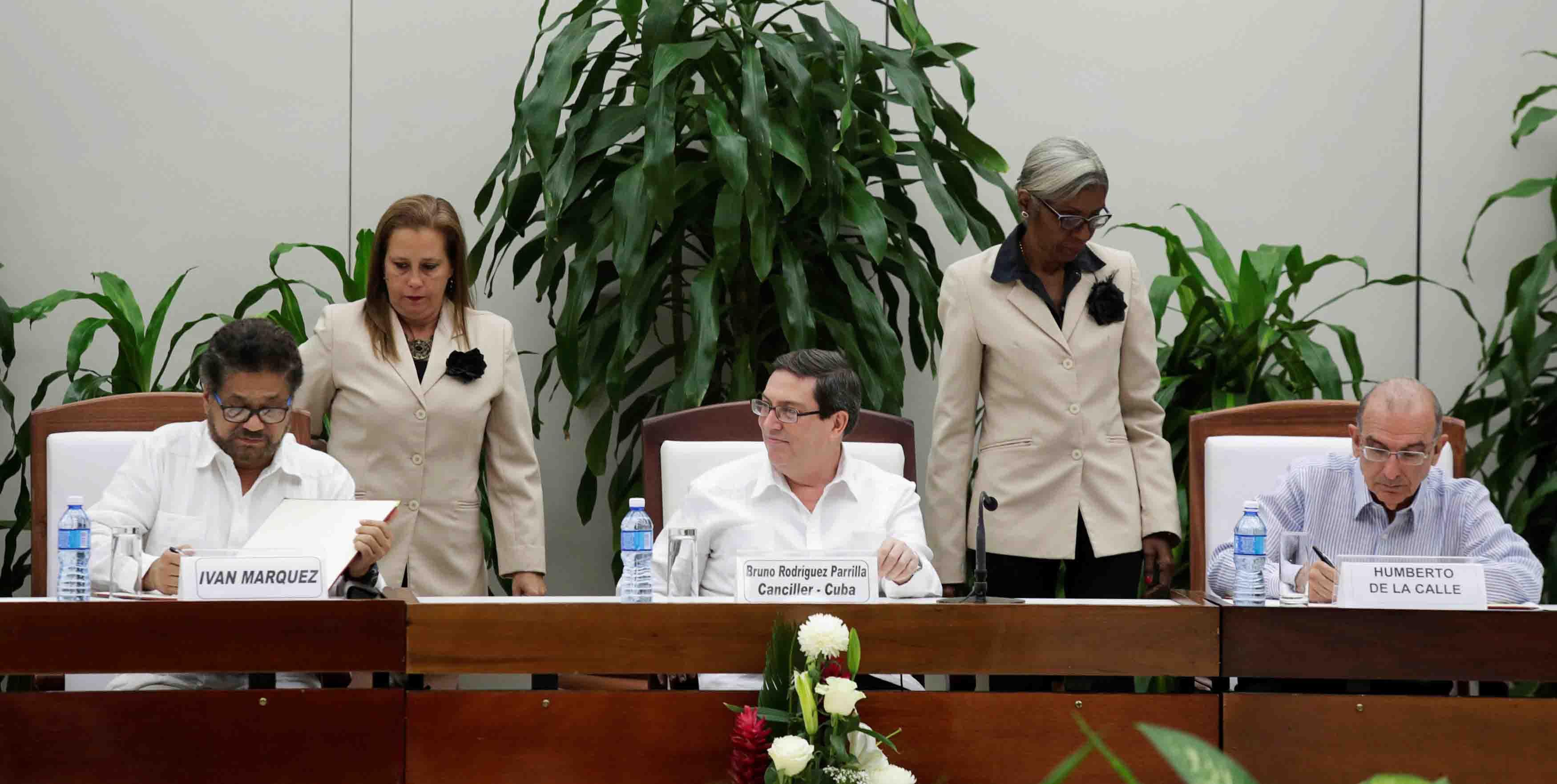 Tras nuevas reuniones las modificaciones fueron realizadas atendiendo el clamor de los colombianos por concretar su anhelo de paz y reconciliación