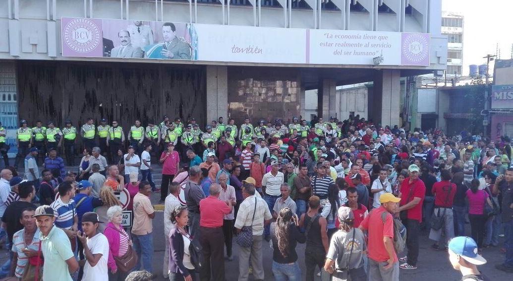 Una situación irregular integrada por conatos de saqueos y protestas