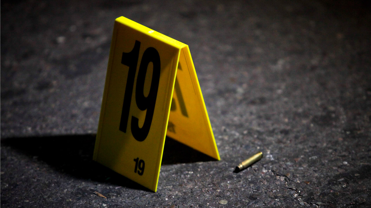Siete hombres y una mujer fueron asesinadas por atacantes quienes presuntamente estaban vengándose de uno de los miembros