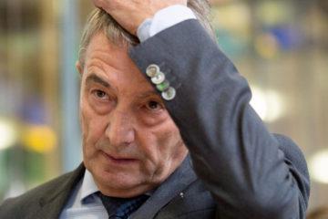 El ex presidente de la Federación Alemana de Fútbol estará inhabilitado por un año en vista del escándalo del Mundial de Alemania 2006