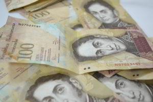 El presidente de Venezuela ha prorrogado la vigencia del billete de 100 bolívares