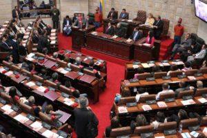 El Senado y la Cámara de Colombia aprobaron en el primer debate el proyecto de ley que busca el perdón jurídico para los militantes