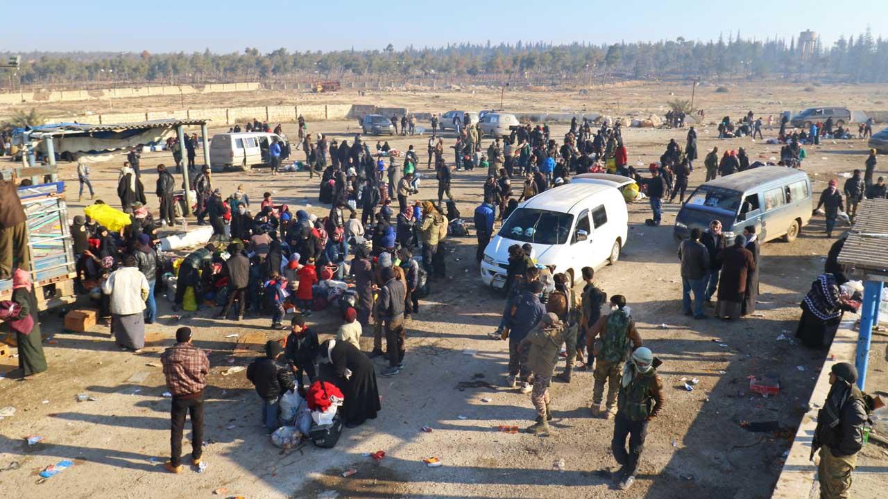 Más de 5 mil personas han logrado de la ciudad en conflicto luego de que se reaunadara el proceso durante la madrugada de este lunes