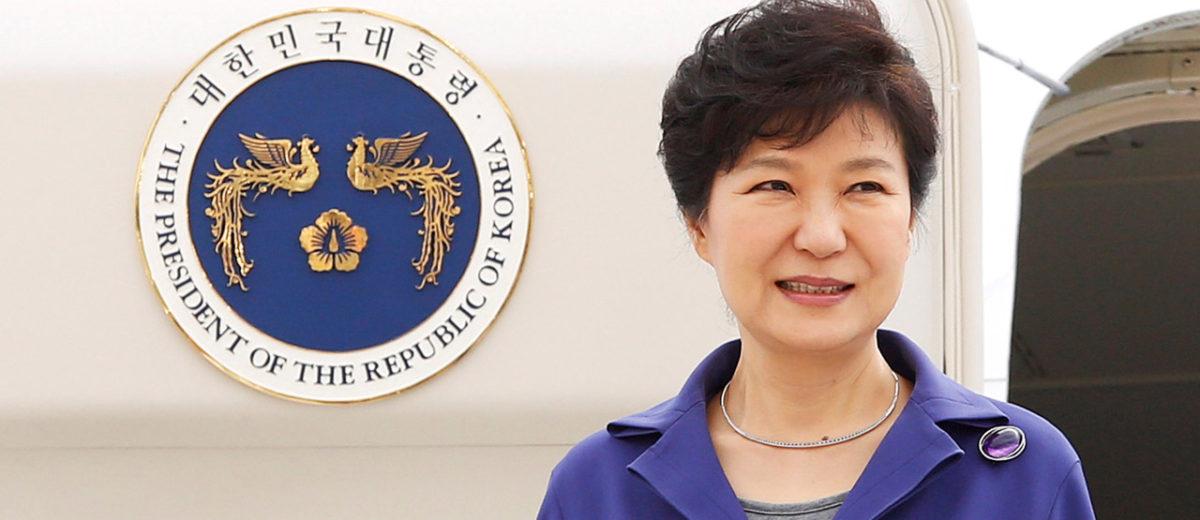 El Parlamento aprobó la moción este viernes destituyendo de sus funciones temporalmente a la mandataria Park Geun Hye