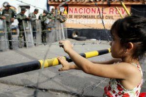 Nicolás Maduro y Juan Manuel Santos conversaron por teléfono e indicaron que desde este martes el paso peatonal será permitido