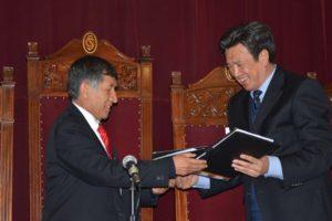 El embajador chino quiere ayudar al tren