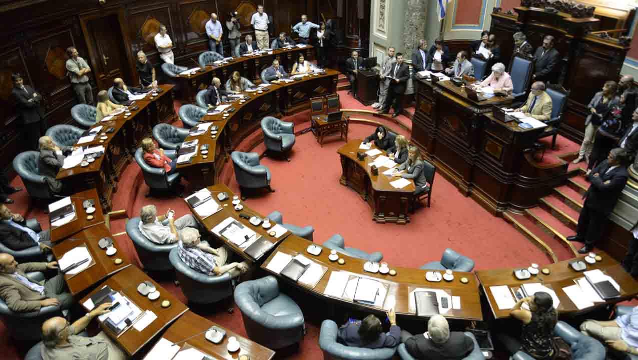 La medida será tomada contra el legislador Gabriel Courtoisie, quien agredió físicamente a uno de los presentes tras terminar la sesión de este miércoles