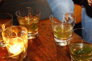 La bebida alcoholica contenía en realidad metanol tóxico. usado frecuentemente en esencias para baño