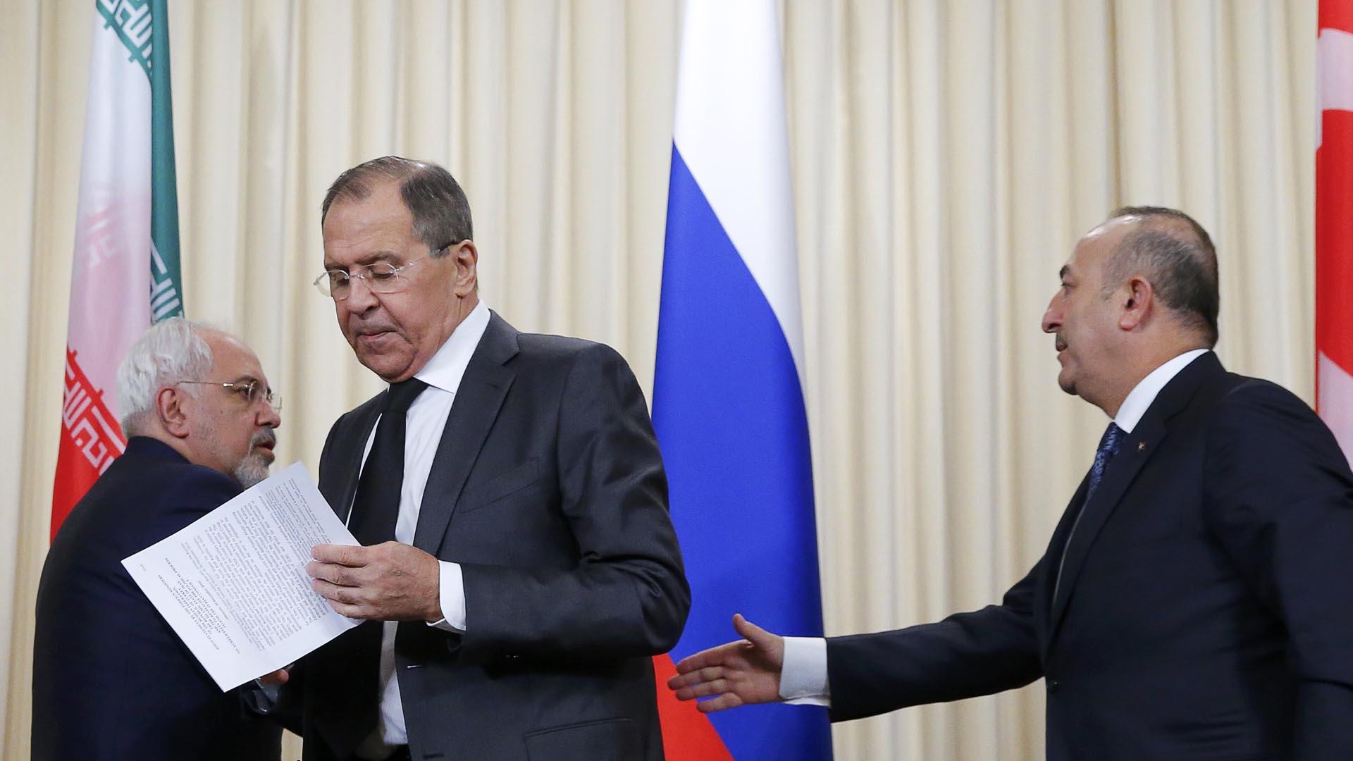 Los ministros de Rusia, Turquía e Irán manifestaron que sus naciones quieren elaborar un acuerdo de paz y ser garantes de su cumplimiento