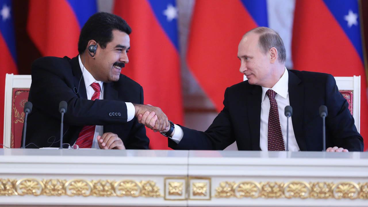 Ambos presidentes lograron estrecharse las manos
