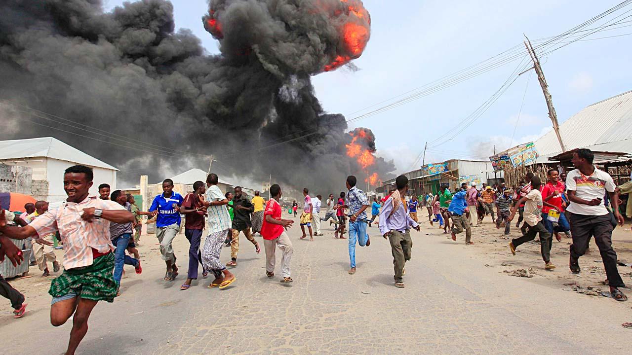 La explosión de dos bombas en la capital Mogadiscio, acabó con la vida de tres civiles y cuatro agentes de seguridad