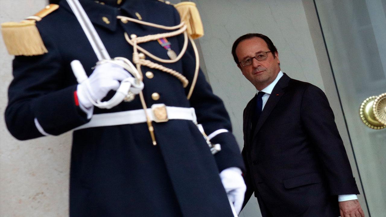 El presidente francés se desplazará hasta una zona rural donde la guerrilla hará entrega oficial del armamento a la ONU