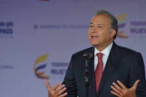 El presidente Santos postulará ante el Congreso al general retirado que a su vez, reemplazará al vicepresidente actual Germán Vargas Lleras