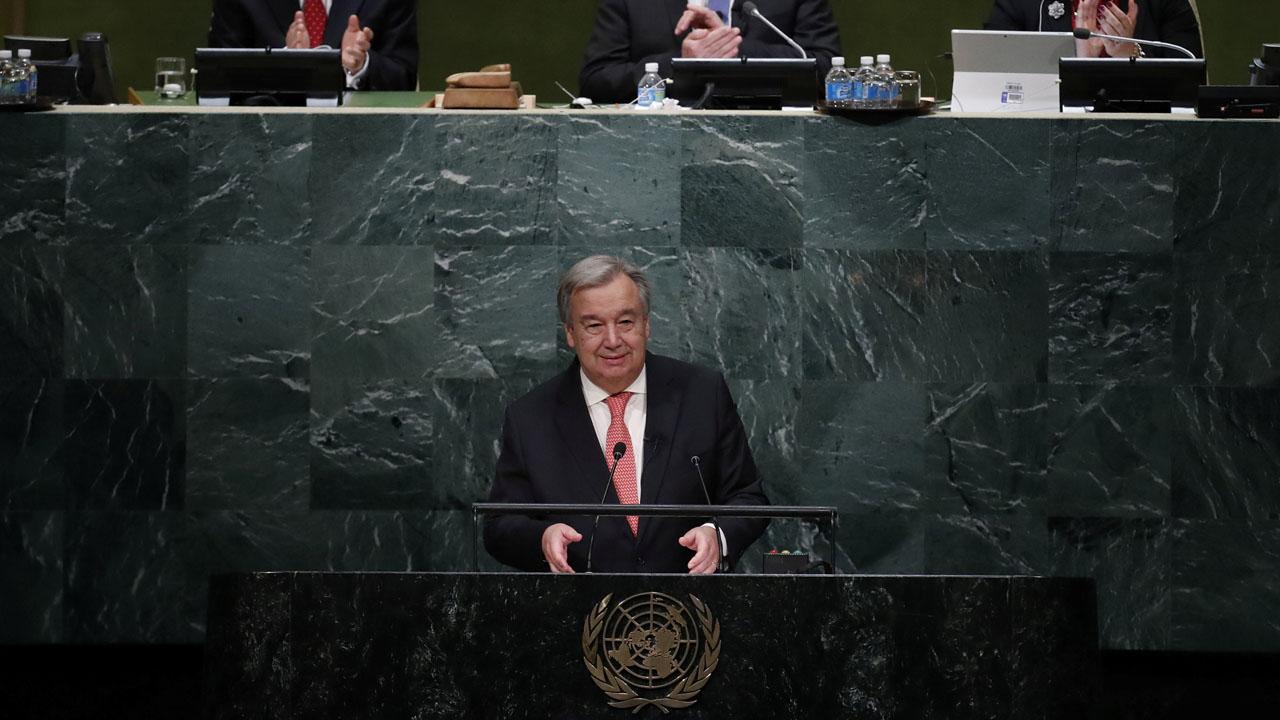 El diplomático portugués recibió el cargo de la mano de su predecesor, Ban Ki-moon e hizo un llamado a la búsqueda de la paz