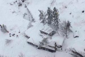 El equipo de socorristas no precisó el número de víctimas mortales pero aseguraron que en el lugar se encontraba unas 30 personas