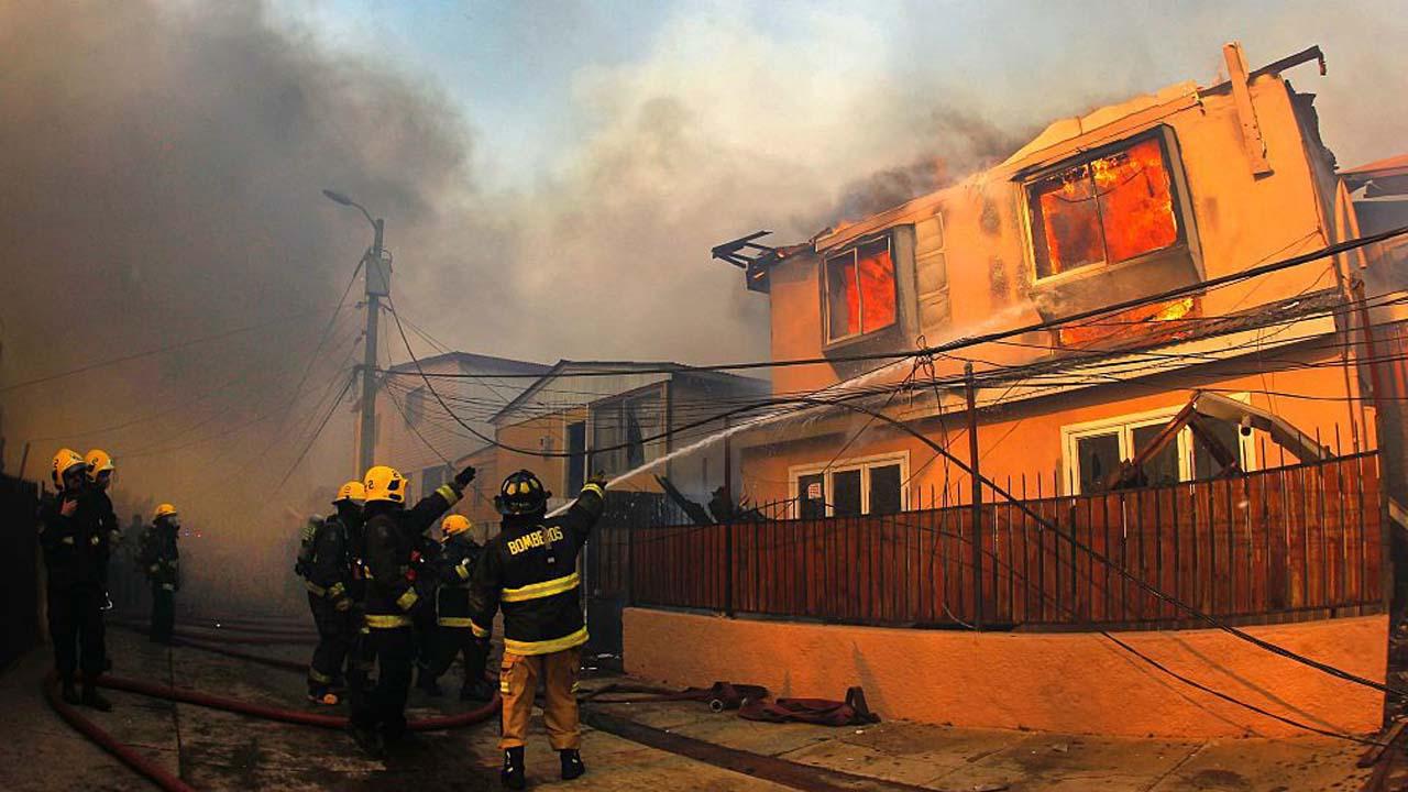 Tras incendio forestal en cinco comunas de Valparaíso y en la Región Metropolitana del país