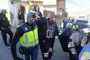 Un total de 11 hombres fueron detenidos durante una operación antiterrorista que buscaba la detención de radicales de la milicia