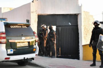 El operativo, que ocurrió en la frontera con Marruecos incluyó registros en viviendas y locales comerciales