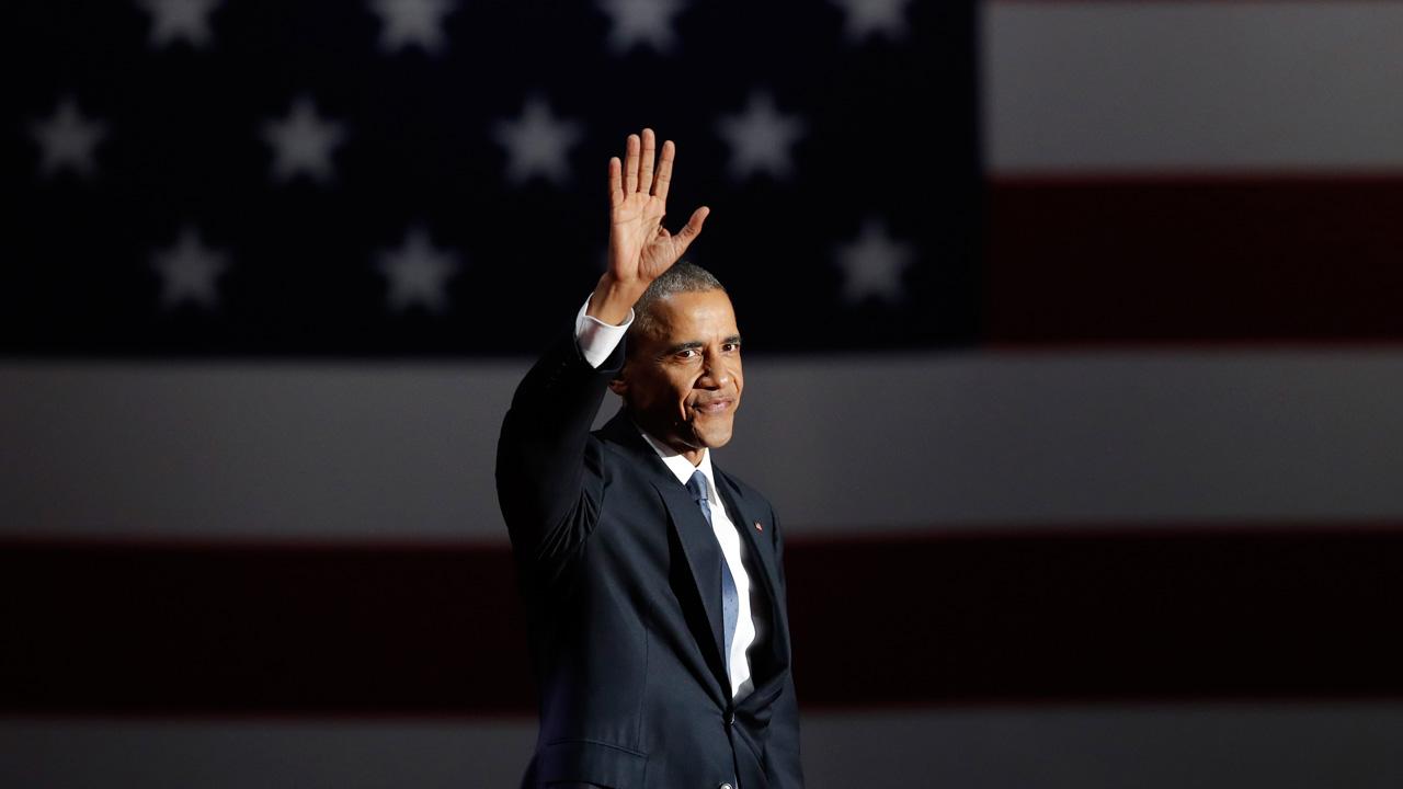 El presidente saliente de los Estados Unidos aprobó la medida para que los cubanos puedan convertirse en residentes permanentes