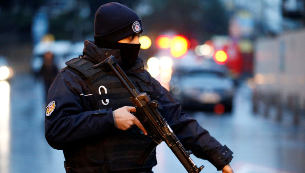 No obstante, el viceprimer ministro, Numan Kutulmus justificó que la prórroga se debe a los continuos ataques terroristas que traviesa el país